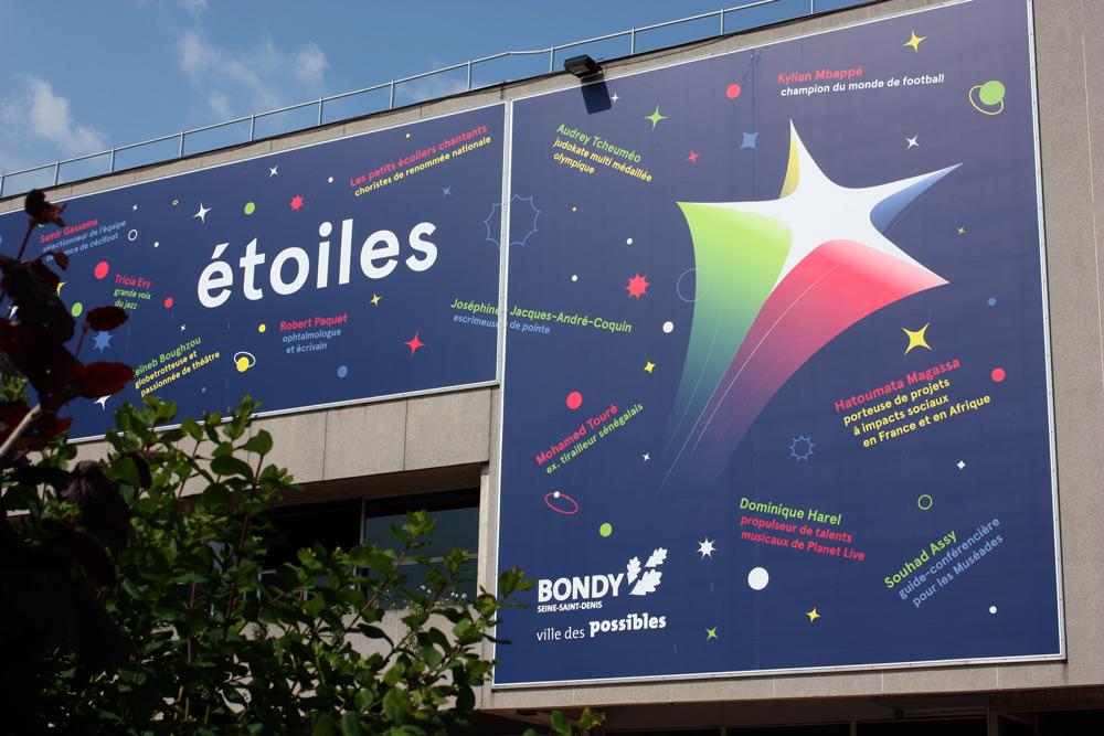 Habillage de l'hôtel de ville de Bondy en 2019 - Notre ville, nos étoiles
